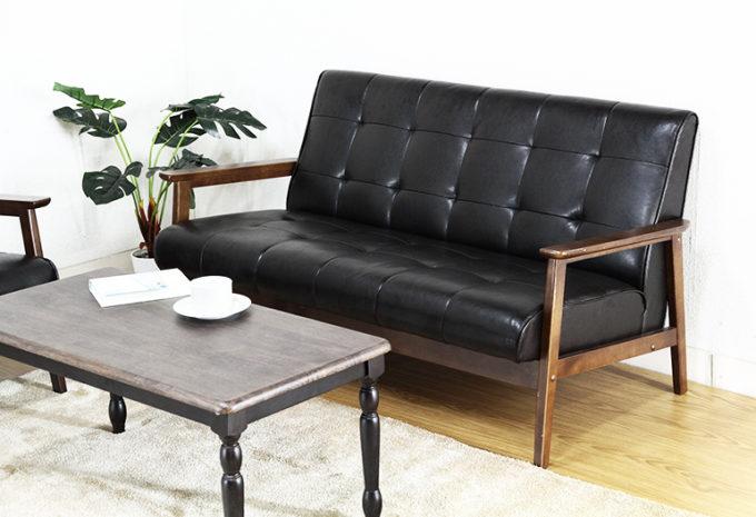 革の黒いソファ