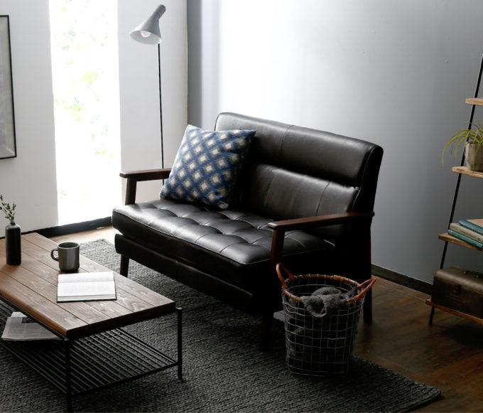 革の黒いソファー